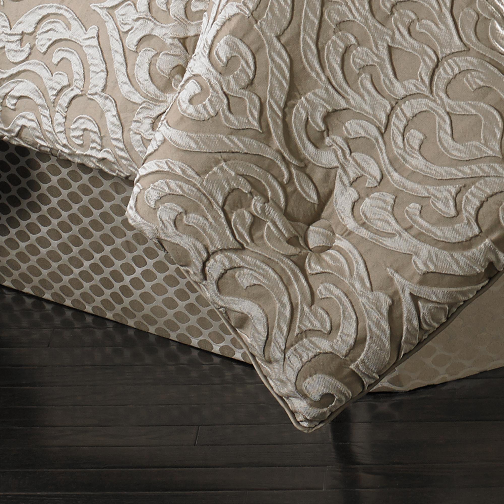 Astoria Sand Queen 4 Piece Comforter Set