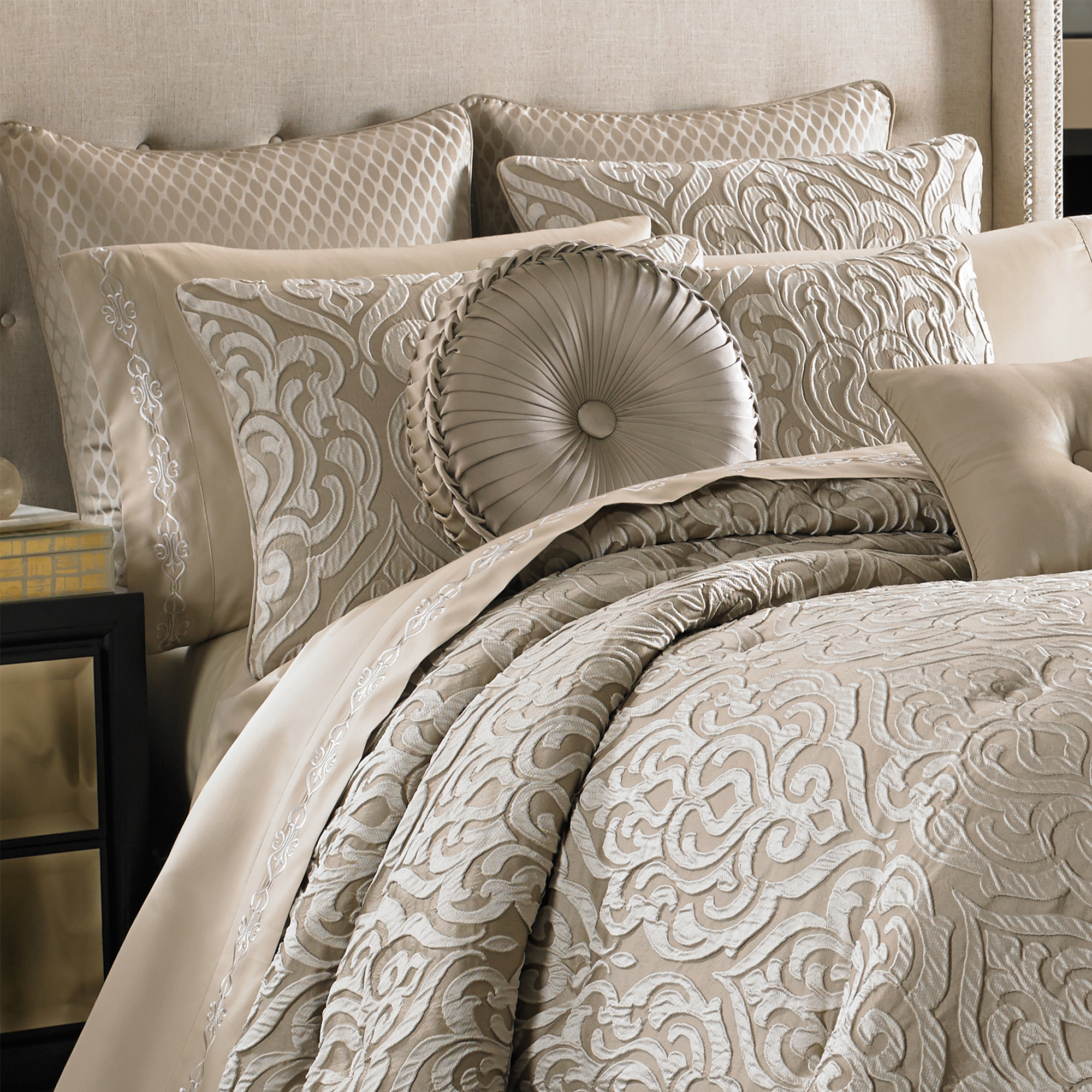 Astoria Sand Queen 4 Piece Comforter Set