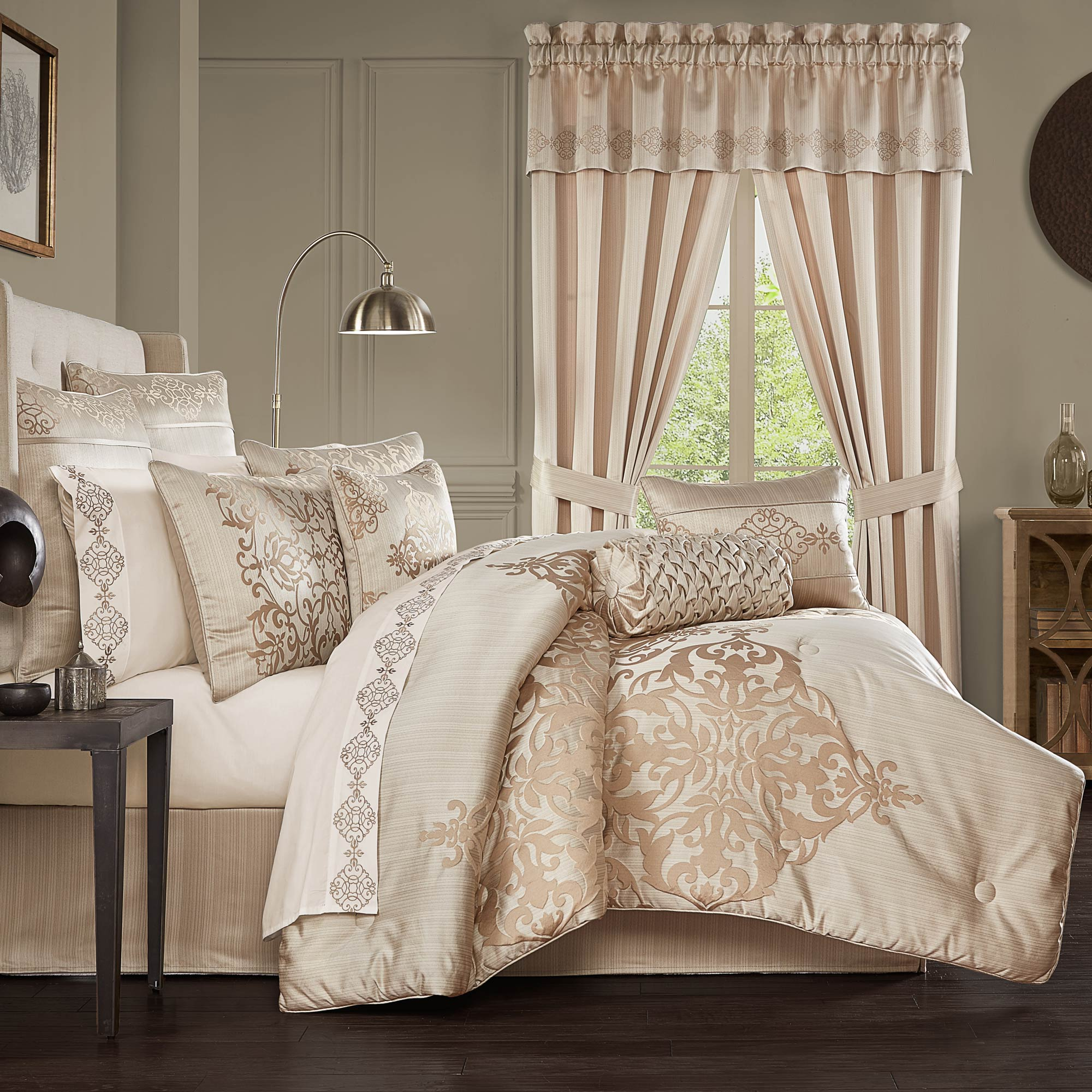 Cresmont California King 4 Pieces Comforter Set