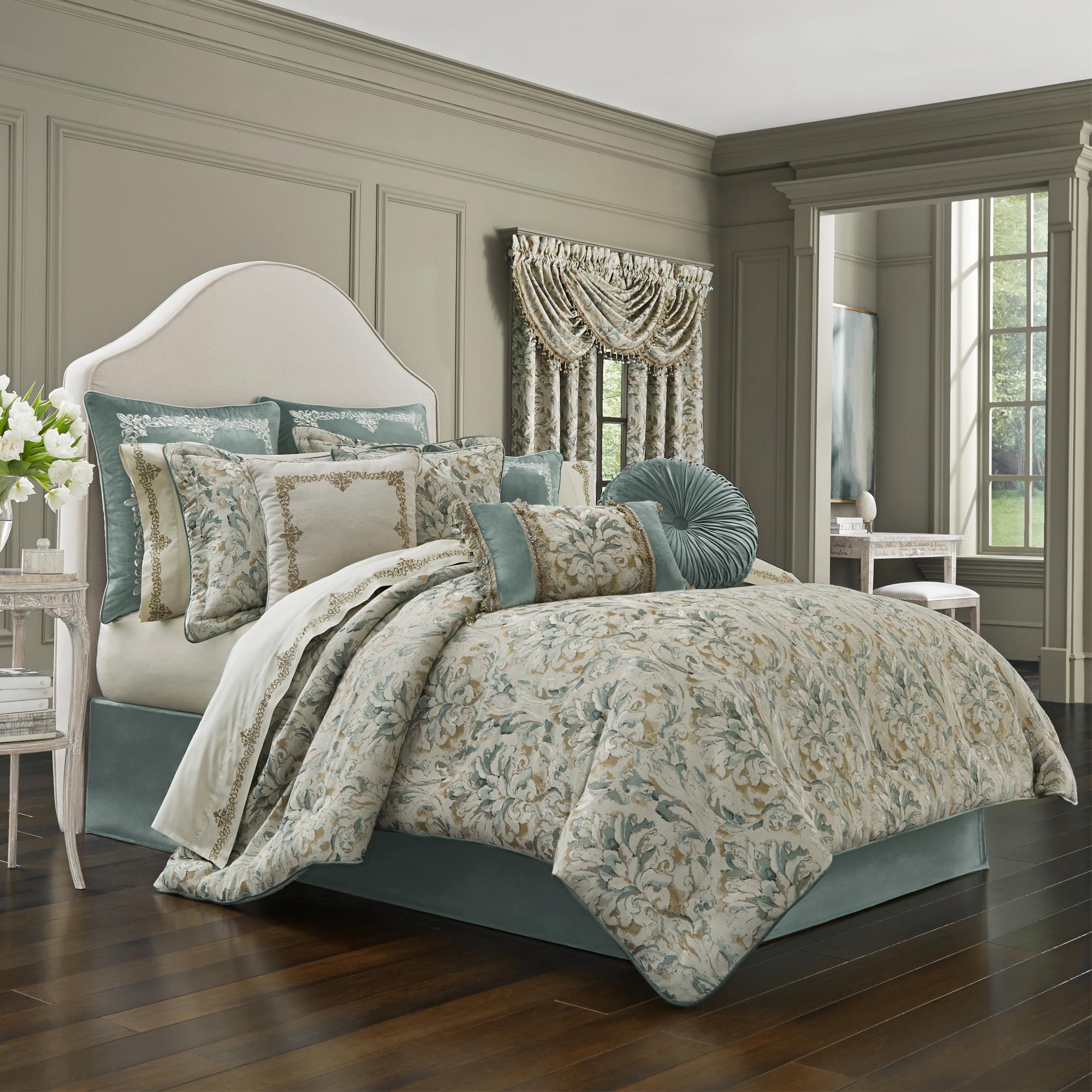 Donatella 4 Piece Comforter Set
