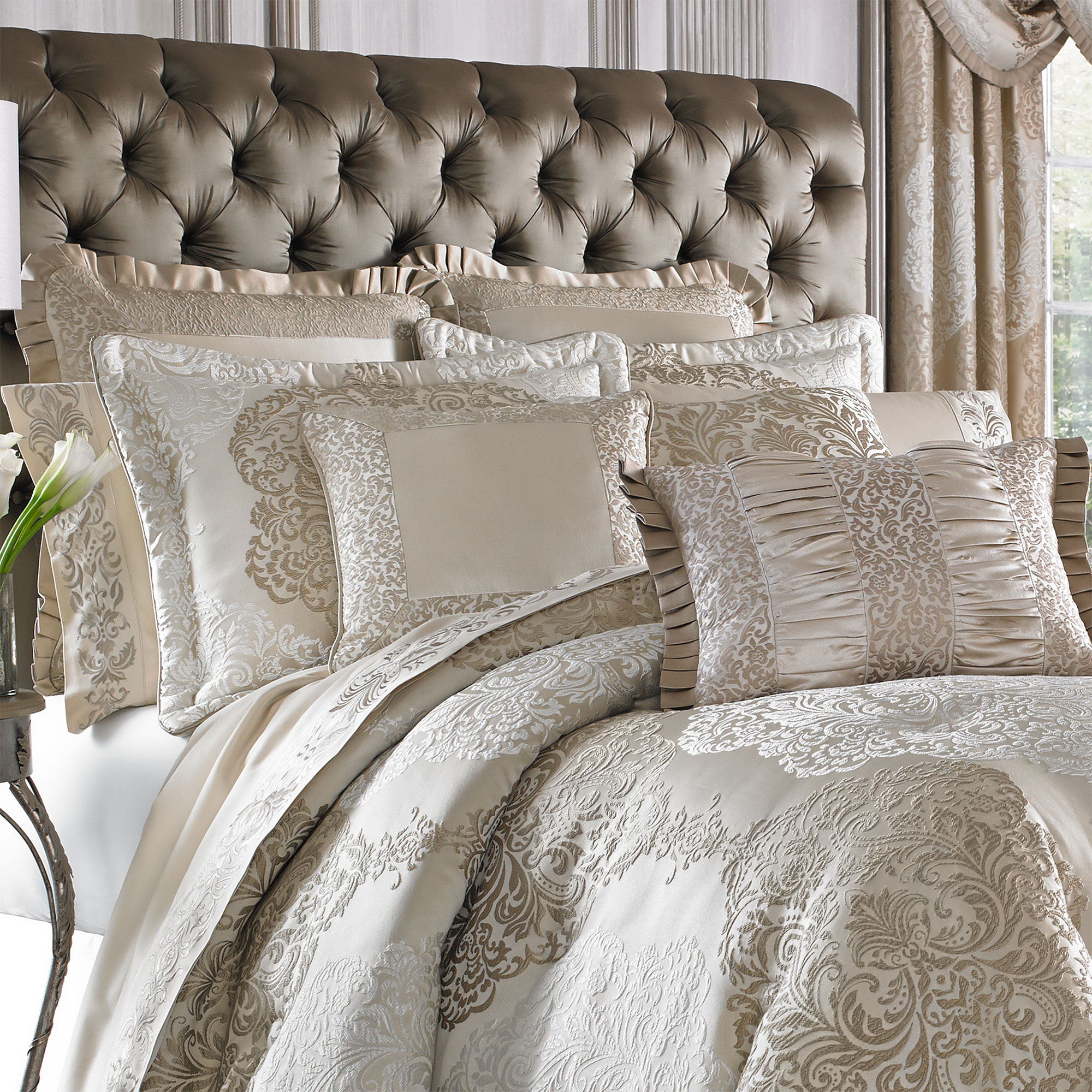 La Scala Gold Queen 4 Piece Comforter Set
