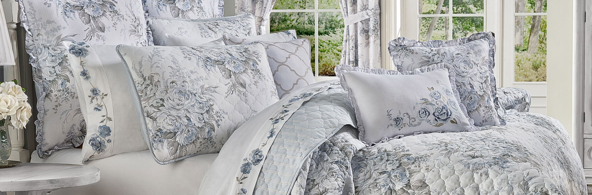 Five Queens Court Bedding