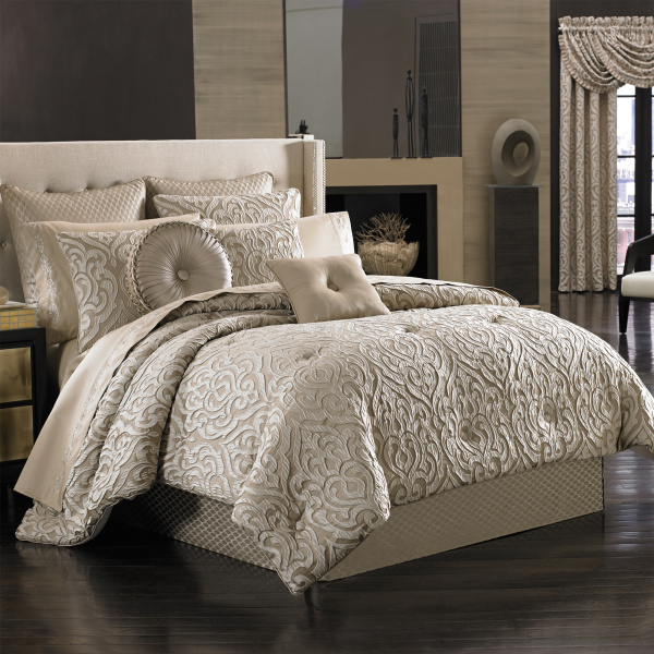 Astoria Sand Queen 4-Piece Comforter Set