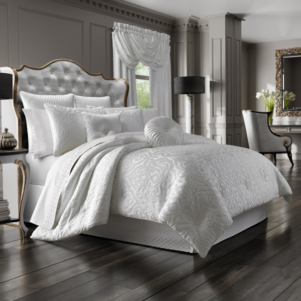 Astoria Queen 4-Piece Comforter Set