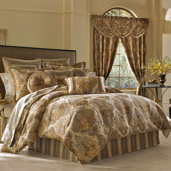Bradshaw Queen 4-Piece Comforter Set