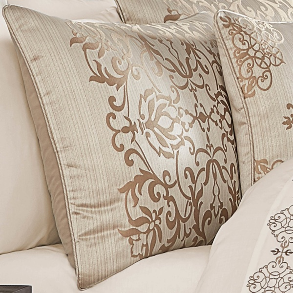 Cresmont King 4 Pieces Comforter Set 2