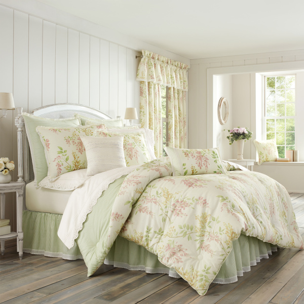 Wynona King 4-Piece Comforter Set