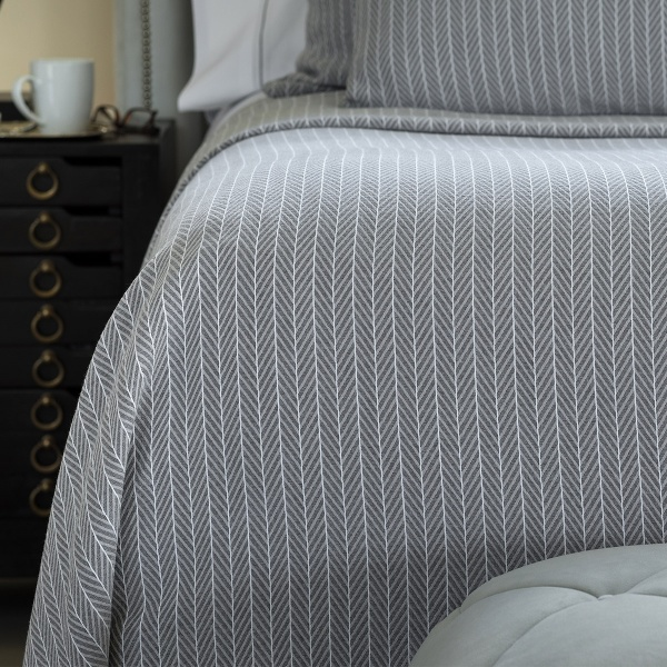Lili Alessandra Chevron Queen Blanket Grey/White Cotton 96x98