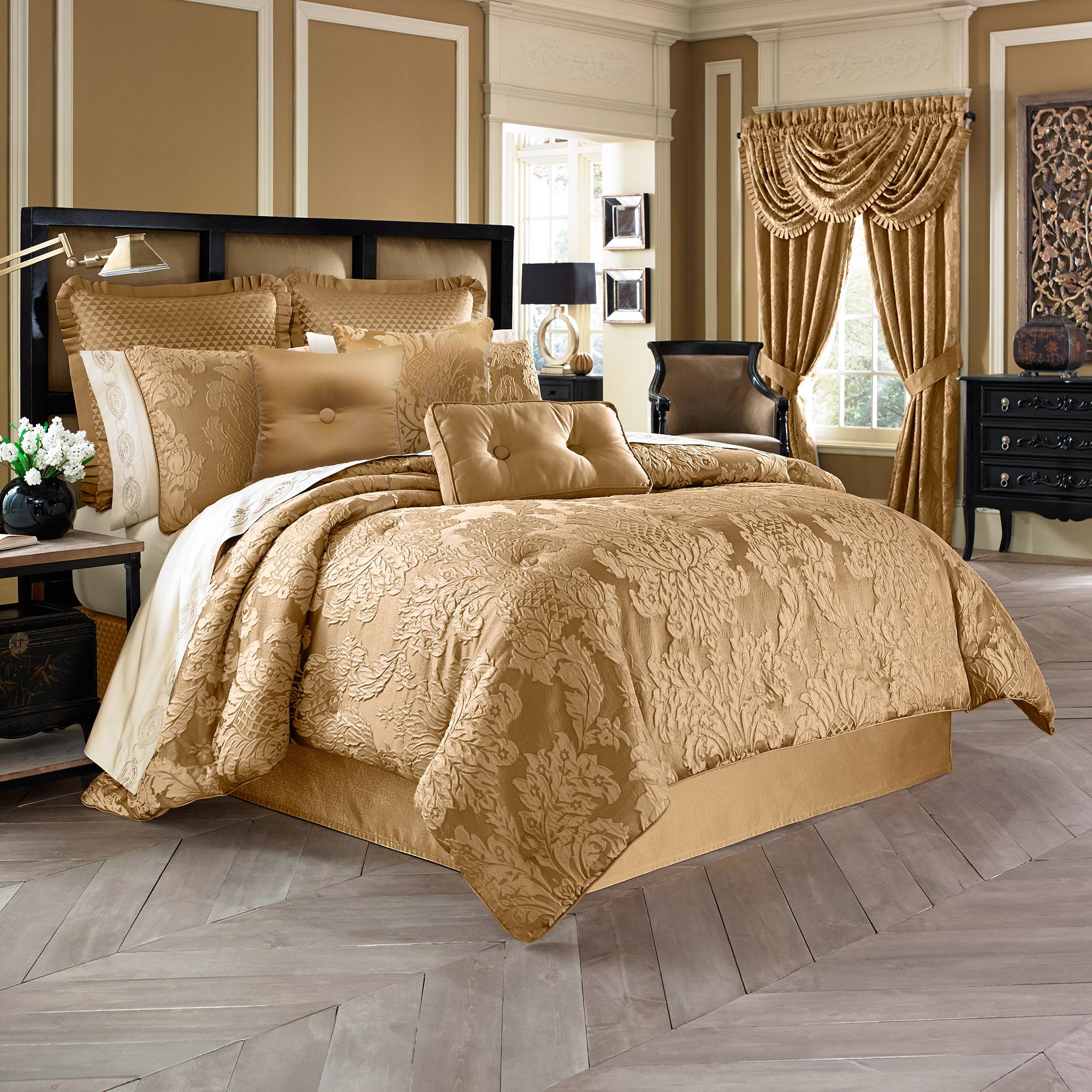 Comforter Sets.Colonial Queen 4 Piece Comforter Set