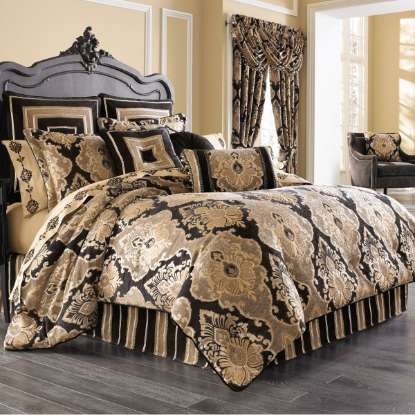 Bradshaw Black 4-Piece Comforter Queen Set