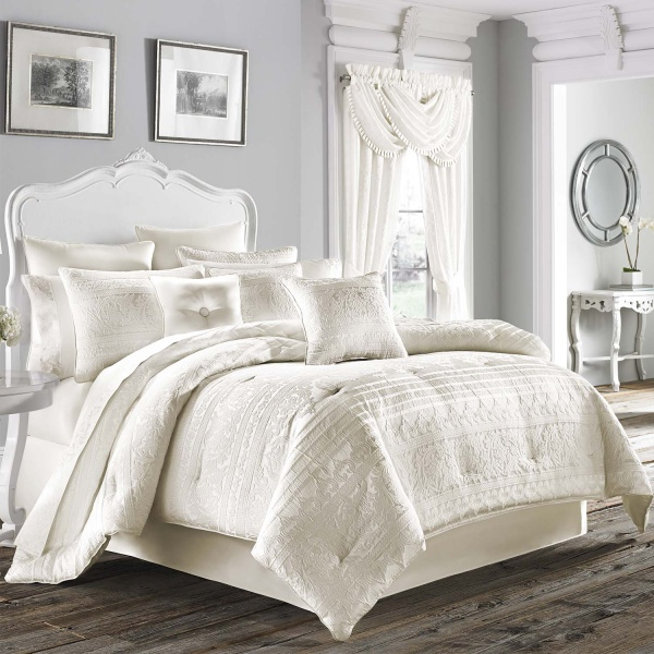 Mackay Queen 4-Piece Comforter Set