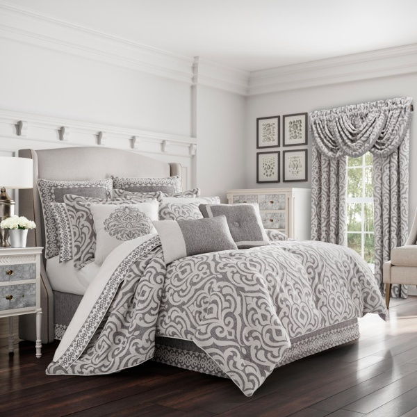 Pierce Queen 4-Piece Comforter Set