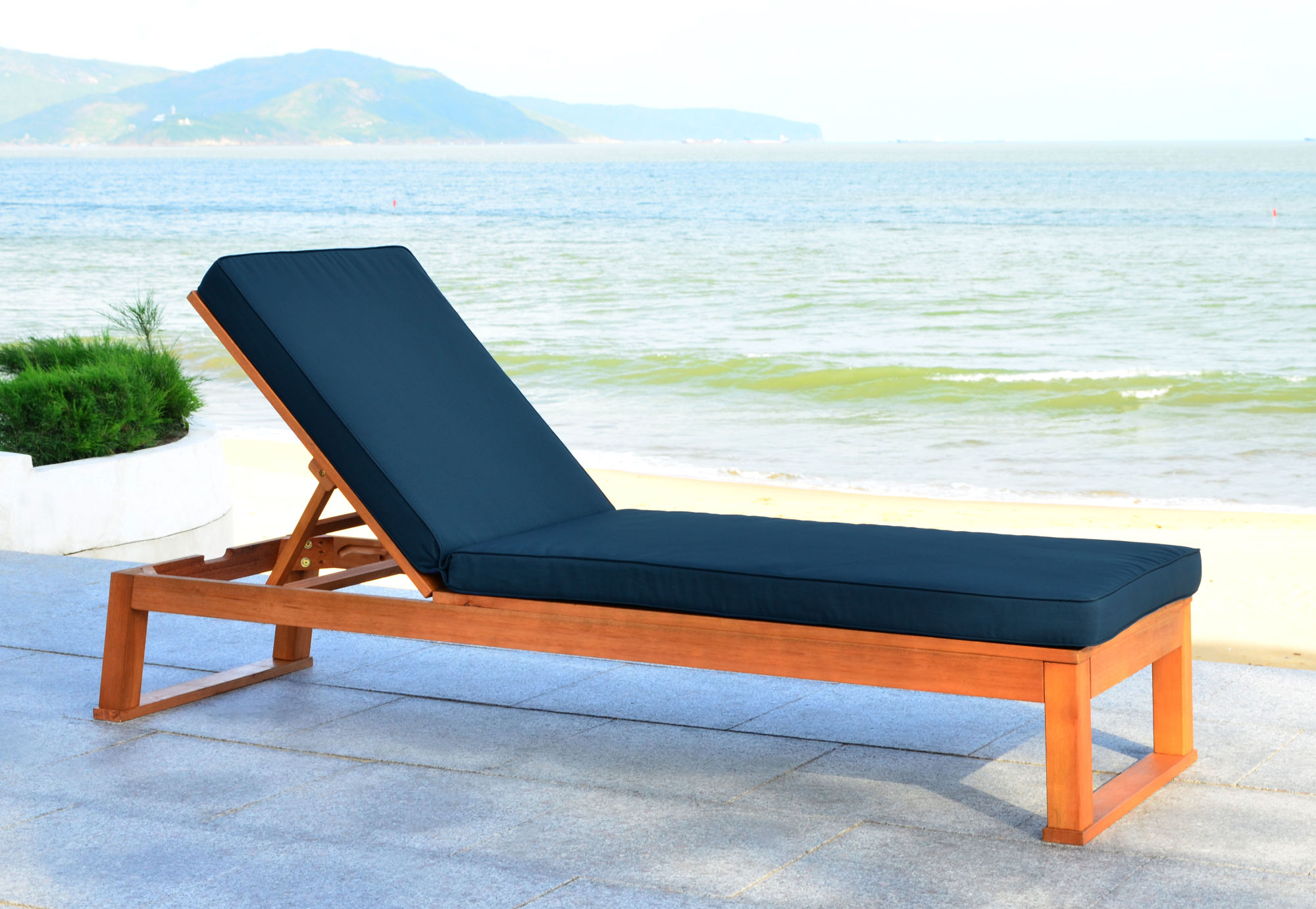 Solano Sunlounger on Safavieh Outdoor Living Solano Sunlounger id=44556