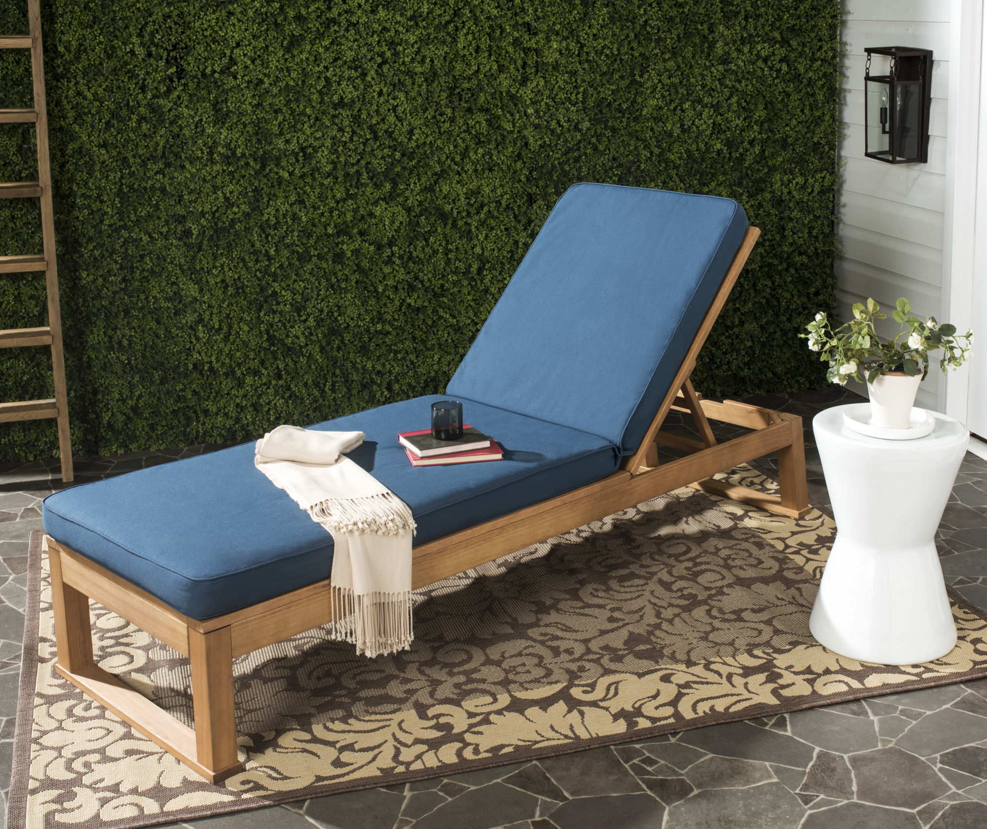 Solano Sunlounger on Safavieh Outdoor Living Solano Sunlounger id=69822