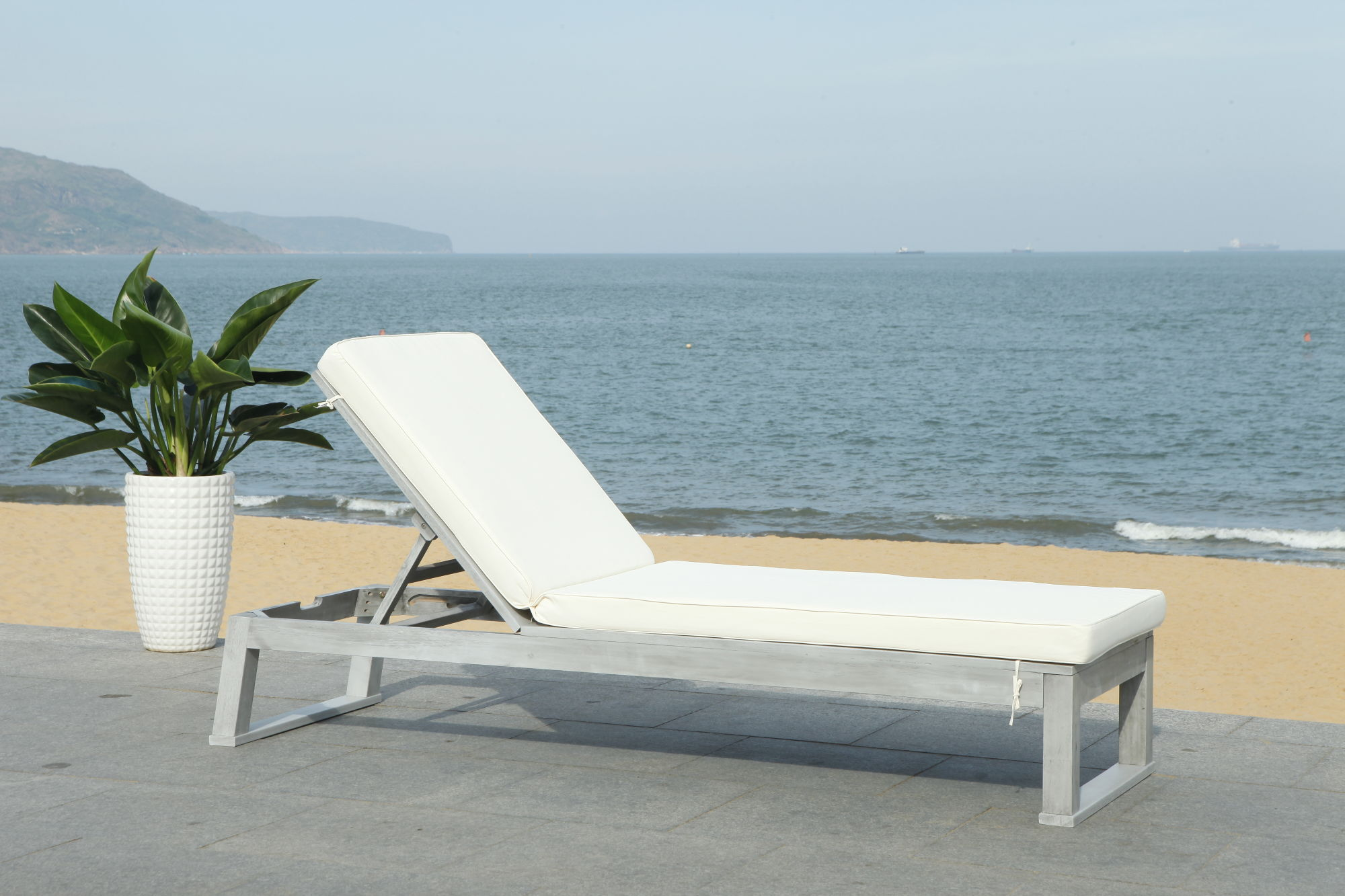 Solano Sunlounger on Safavieh Outdoor Living Solano Sunlounger id=28541