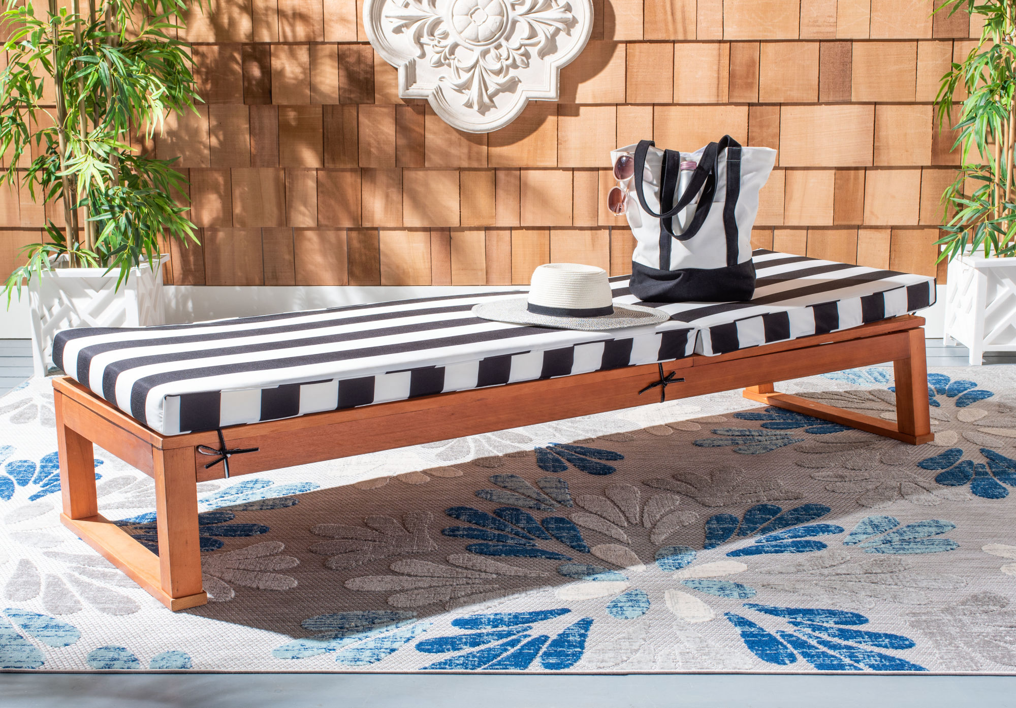 Solano Sunlounger on Safavieh Outdoor Living Solano Sunlounger id=50662