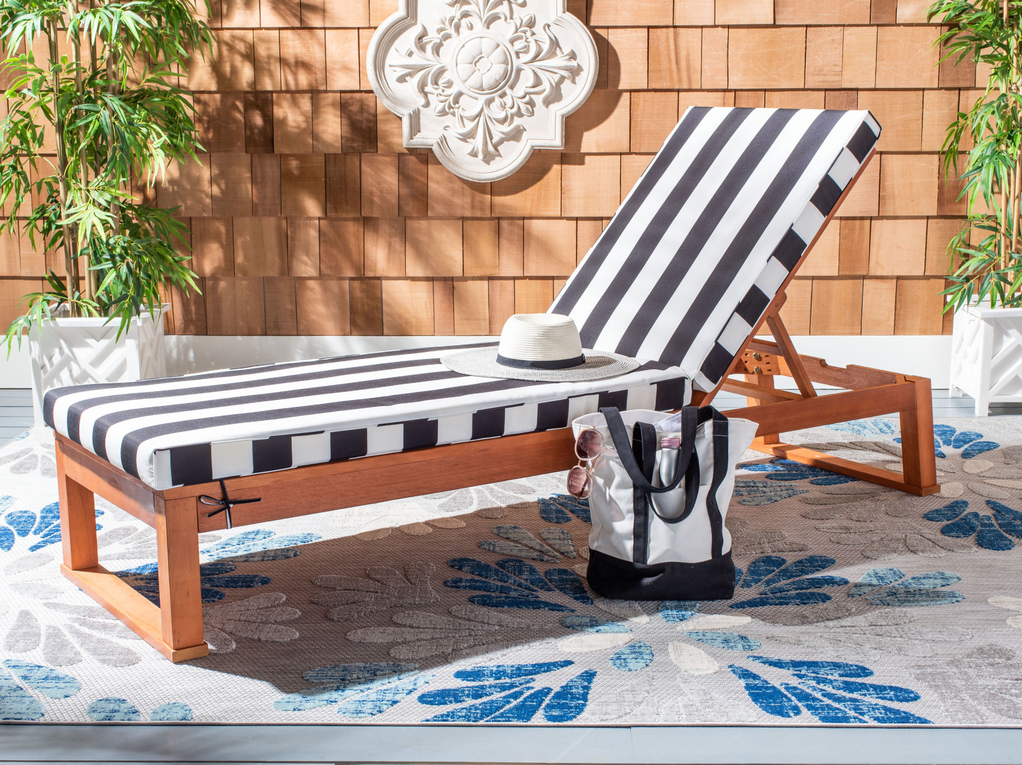 Solano Sunlounger on Safavieh Outdoor Living Solano Sunlounger id=29680
