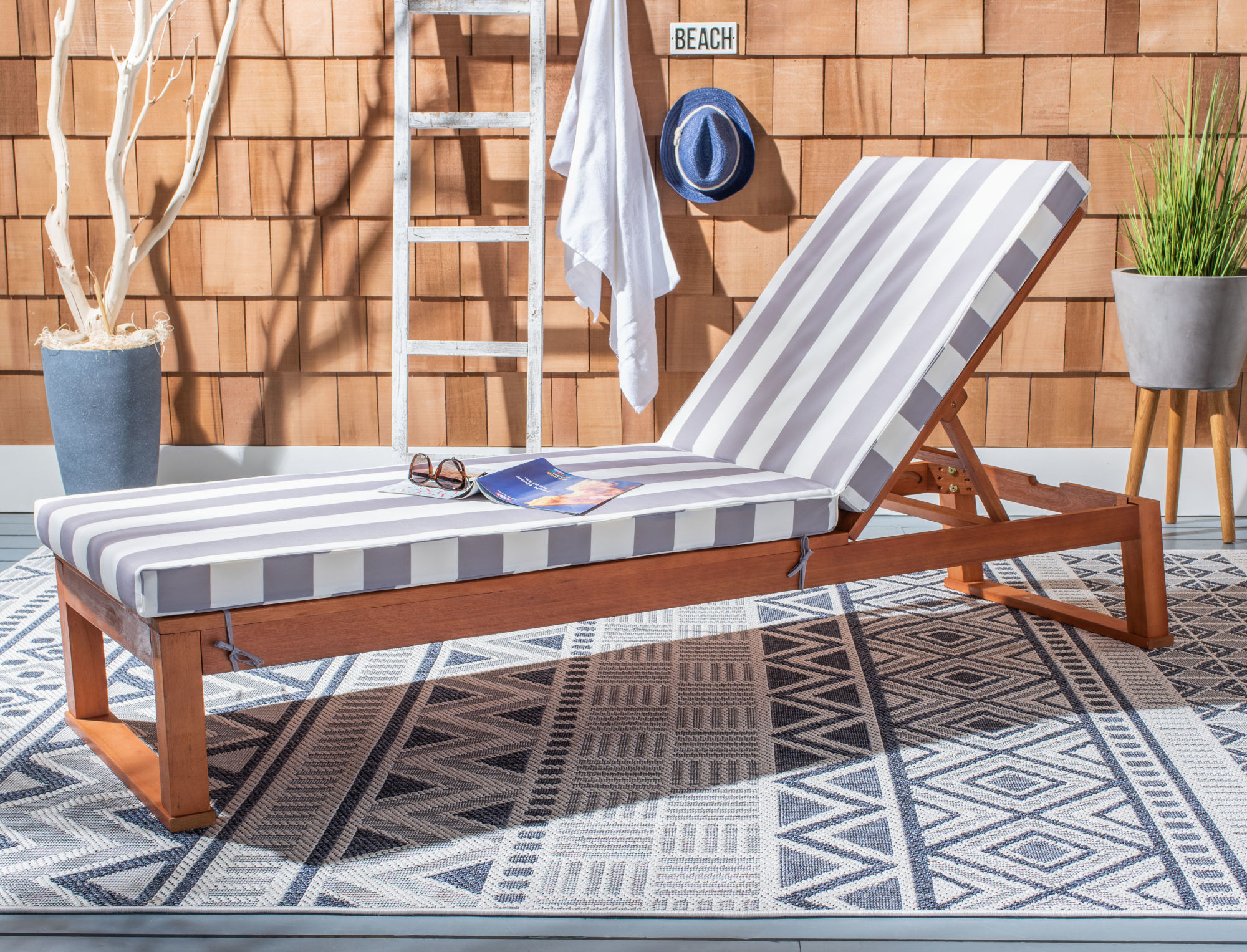 Solano Sunlounger on Safavieh Outdoor Living Solano Sunlounger id=83798