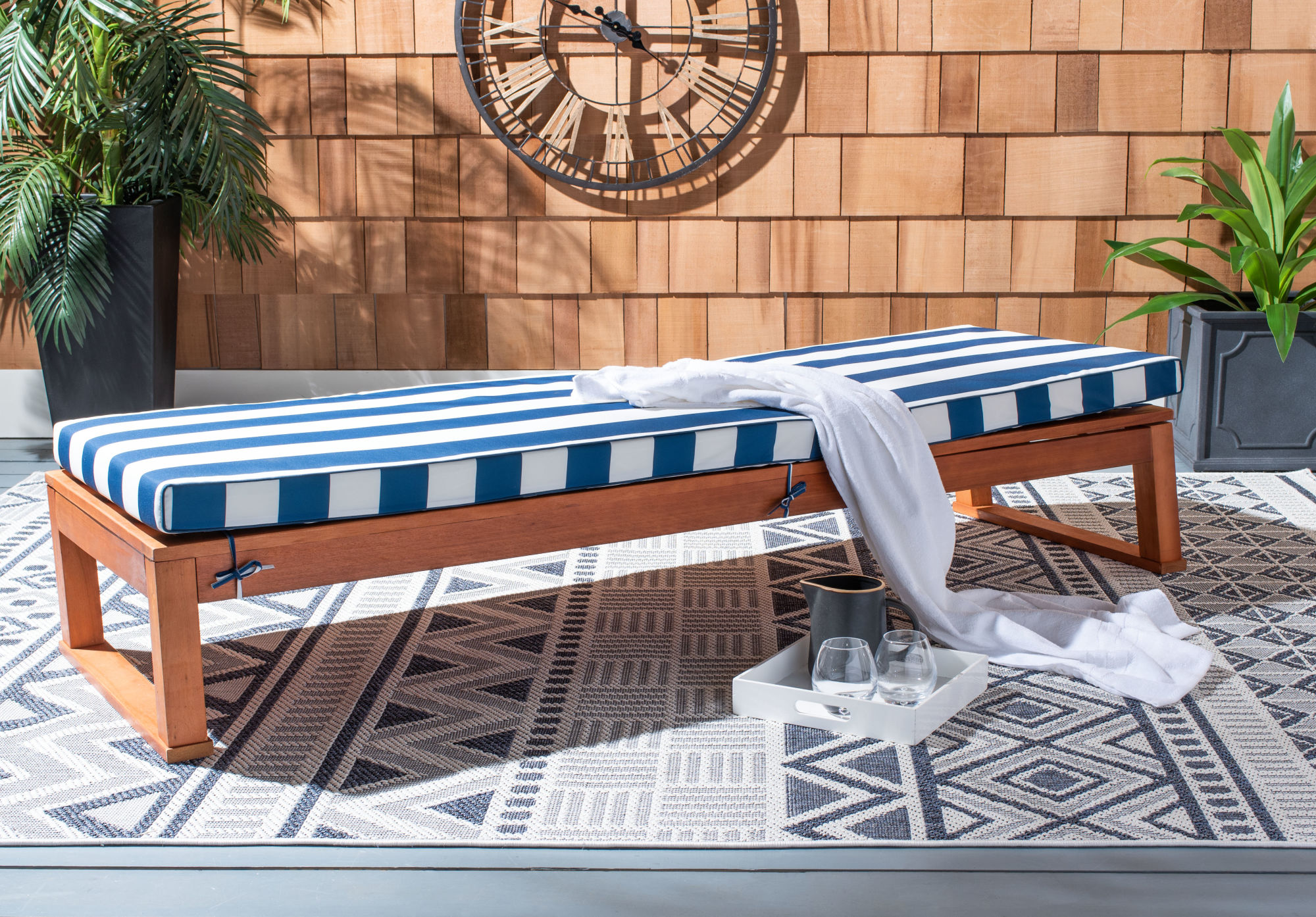 Solano Sunlounger on Safavieh Outdoor Living Solano Sunlounger id=26799
